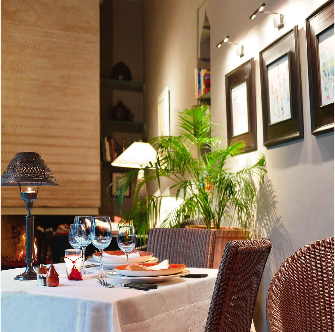 table cuisine riad Dar Housnia à Marrakech
